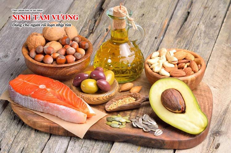Người bệnh tim mạch nên bổ sung chất béo tốt để tăng hấp thu vitamin A, E giúp tăng sức đề kháng