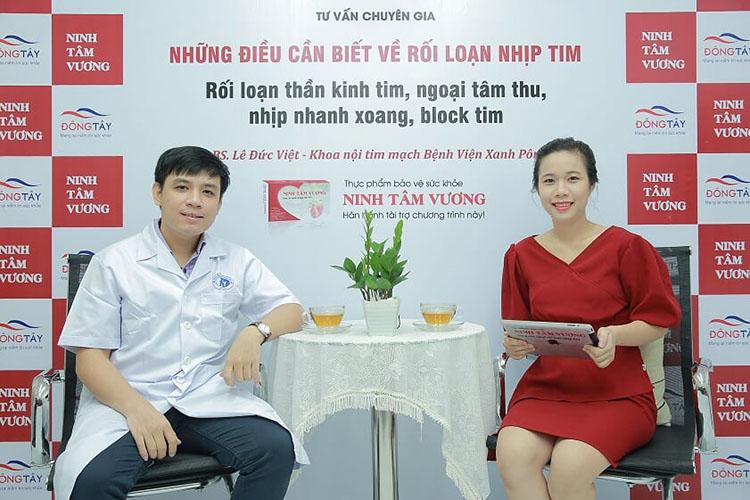 BS Việt trong buổi phỏng vấn cũng MC Kim Chi