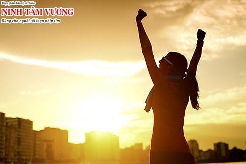 Người rối loạn nhịp tim, tim đập nhanh nên tập thể dục vào sáng sớm hoặc chiều tối