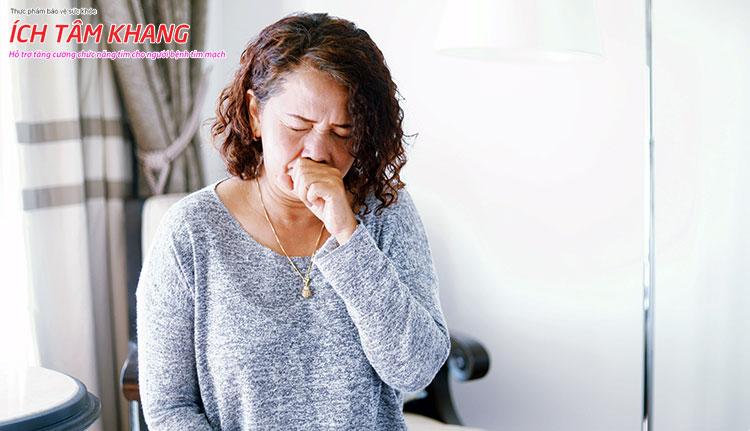 Khi người bệnh có biểu hiện ho rất dễ lây lan sang người khác