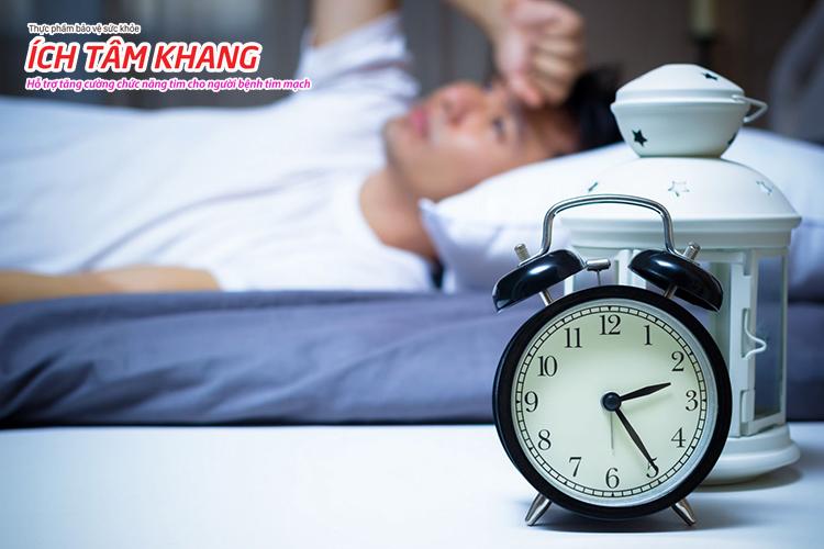 Khó ngủ cũng là một dấu hiệu nhồi máu cơ tim nhưng ít gặp hơn.