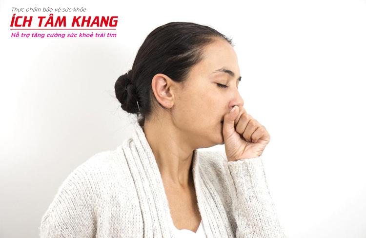Ho kéo dài là triệu chứng suy tim thường bị nhầm lẫn với bệnh lý hô hấp