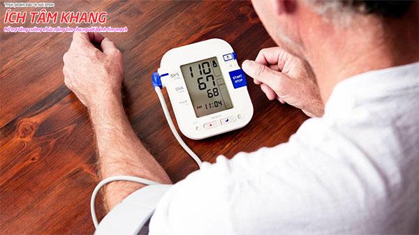 Tự theo dõi áp huyết cũng là cách để đánh giá sức khỏe của mình hàng ngày