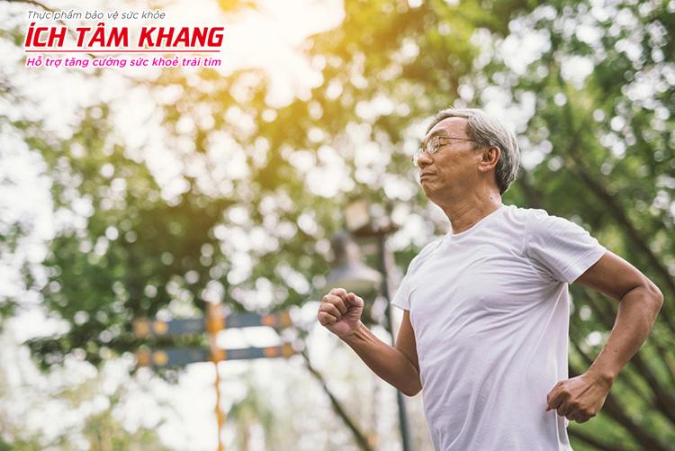Đi bộ hoặc chạy bộ ít nhất 30 phút mỗi ngày giúp cải thiện sức khỏe tim mạch