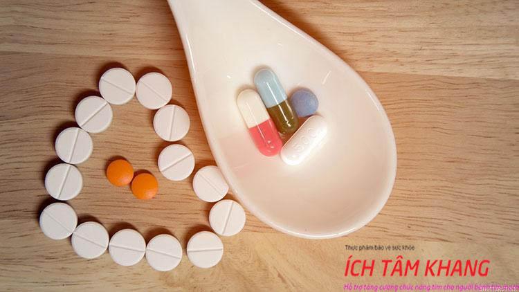 Người bệnh cần uống nhiều loại thuốc điều trị hở van động mạch chủ
