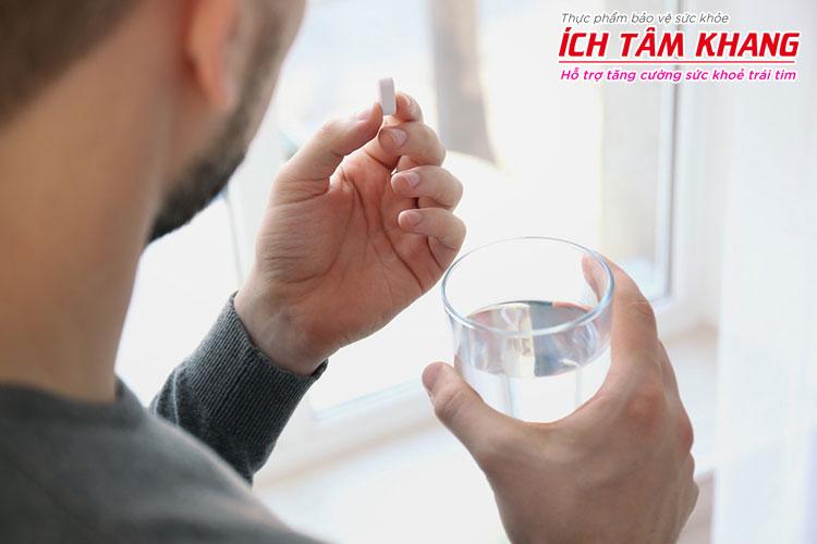 Người bệnh cần uống Vastarel đúng lúc, đúng cách và tuân thủ chặt các lưu ý khi dùng thuốc