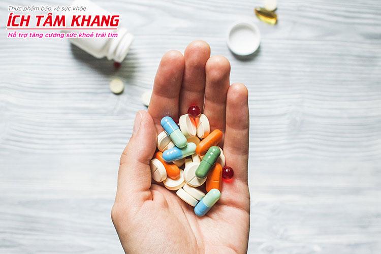 Hãy cho bác sĩ biết các thuốc bạn đang dùng để tránh làm tăng tác dụng phụ của Atorvastatin (Lipitor)