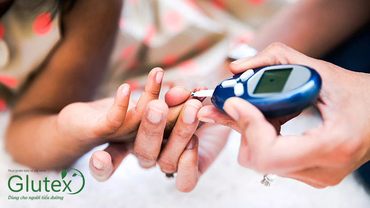 Đường huyết cao có thể dẫn tới nhiều rủi ro cho sức khỏe, vì vậy cần sớm đưa đường máu về ngưỡng an toàn