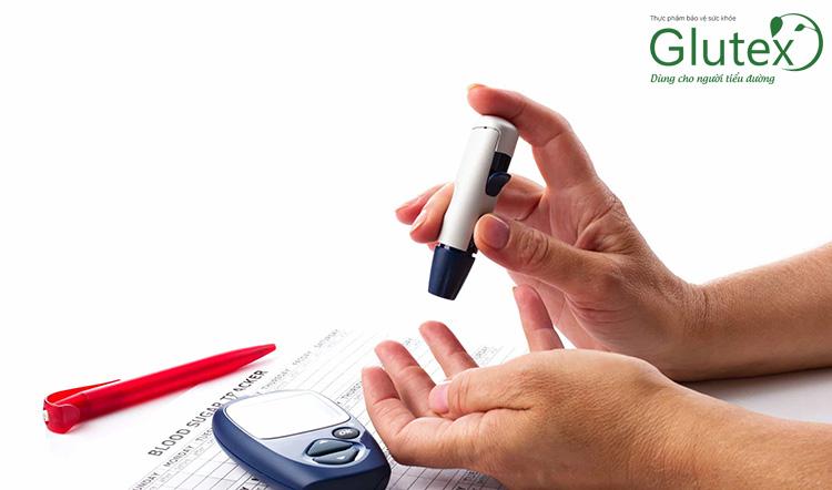 Người bệnh tiểu đường nên đo đường huyết thường xuyên trong ngày ốm bệnh