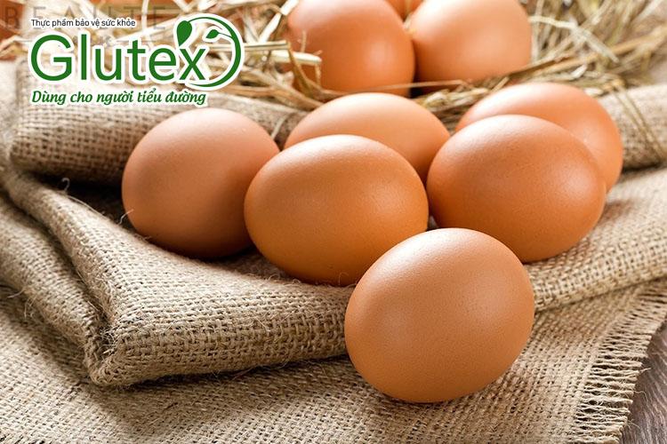 Người tiểu đường nên chọn ăn trứng gà vì có hàm lượng Omega 3 nhiều hơn, tốt cho tim mạch