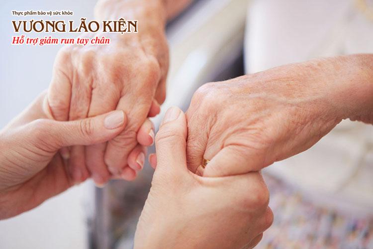 Bệnh run tay chân ở người già có thể thuyên giảm nếu được điều trị tốt.