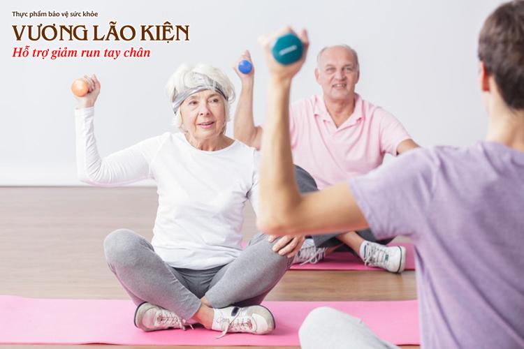 Người bệnh Parkinson nên tập tạ để cải thiện sự mệt mỏi cả thể chất lẫn tinh thần