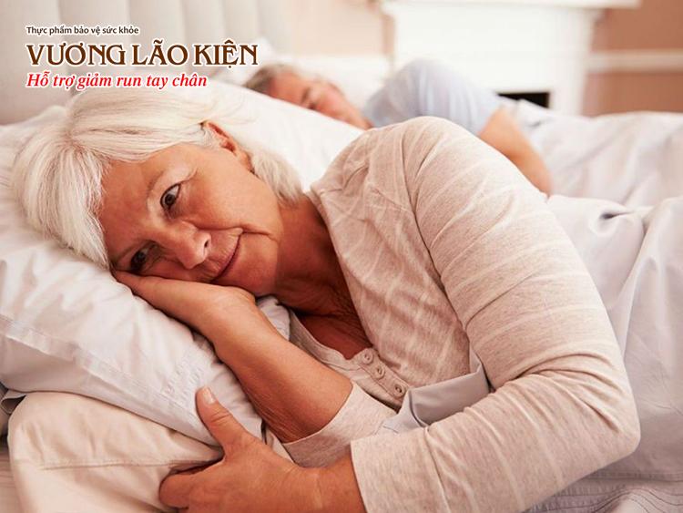 Giai đoạn đầu, nhiều người bệnh Parkinson gặp phải tình trạng khó ngủ, mất ngủ