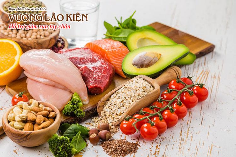Ăn các thực phẩm giàu chất chống oxy hóa và hạn chế chất kích thích là nguyên tắc mà ông Huy luôn ghi nhớ để giảm run