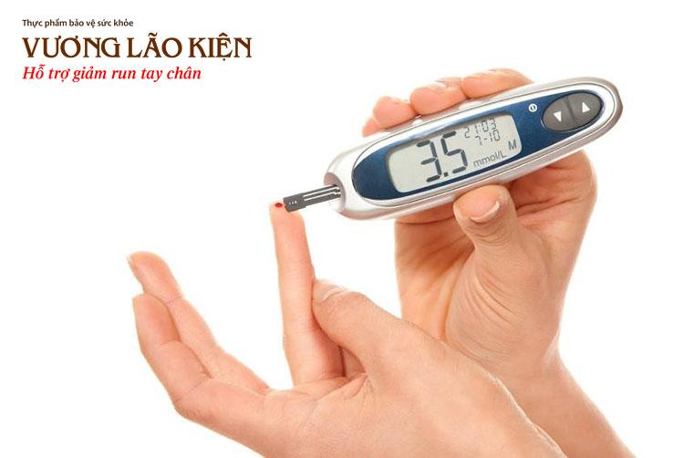 Hạ đường huyết là tình trạng lượng đường trong máu quá thấp dưới 3,9 mmol/l làm rối loạn các hoạt động của cơ thể, trong đó có chân tay run rẩy, mệt mỏi