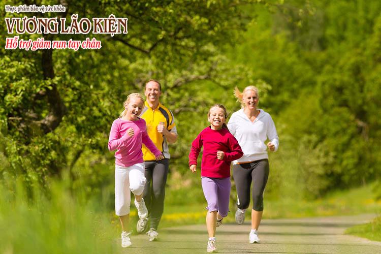 Hướng tới một lối sống lành mạnh giúp làm giảm run tay chân
