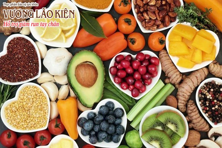 Một chế độ ăn khoa học, lành mạnh với người bị run tay cần có rau xanh, trái cây