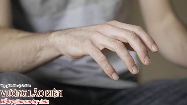 Run tay vô căn khiến bạn khó khăn trong sinh hoạt hàng ngày
