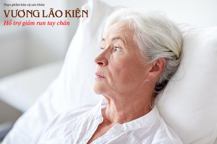 Người bệnh Parkinson giai đoạn cuối rất dễ trầm cảm, hoang tưởng