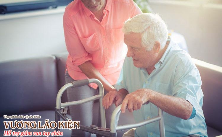 Người bệnh parkinson giai đoạn cuối có thể sẽ phụ thuộc hoàn toàn vào những người xung quanh