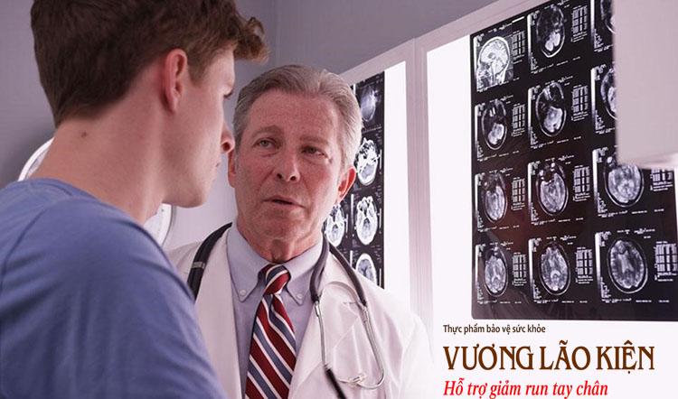 Chấn thương, va đập vùng đầu do ngã hay tai nạn có thể dẫn đến hội chứng Parkinson về sau