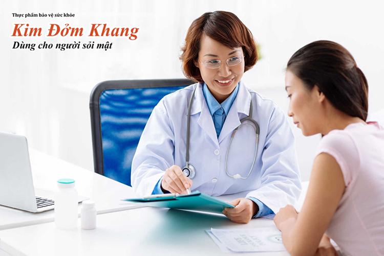 Khi dùng acid ursodeoxycholic, bạn nên đi kiểm tra chức năng gan định kỳ.