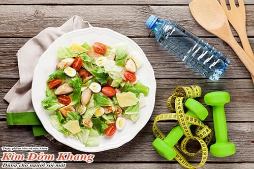 Ăn rau xanh và tập luyện nhẹ nhàng giúp hồi phục sức khỏe sau mổ sỏi mật