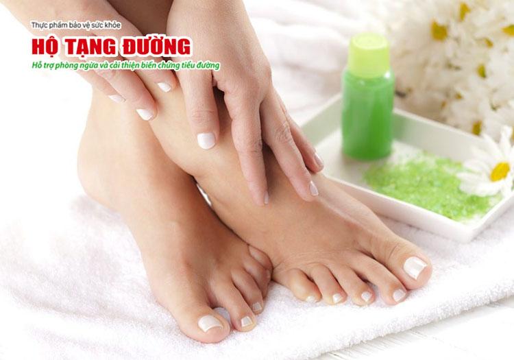 Chăm sóc bàn chân giúp phòng ngừa sớm biến chứng loét chân do tiểu đường.