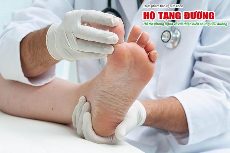 Thường xuyên đi khám giúp phát hiện sớm biến chứng bàn chân