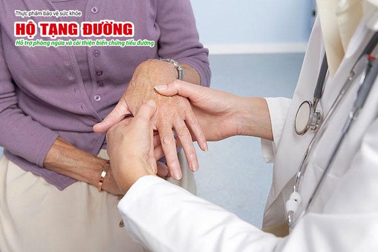 Tê bì chân tay là dấu hiệu điển hình của biến chứng thần kinh ngoại biên do tiểu đường.