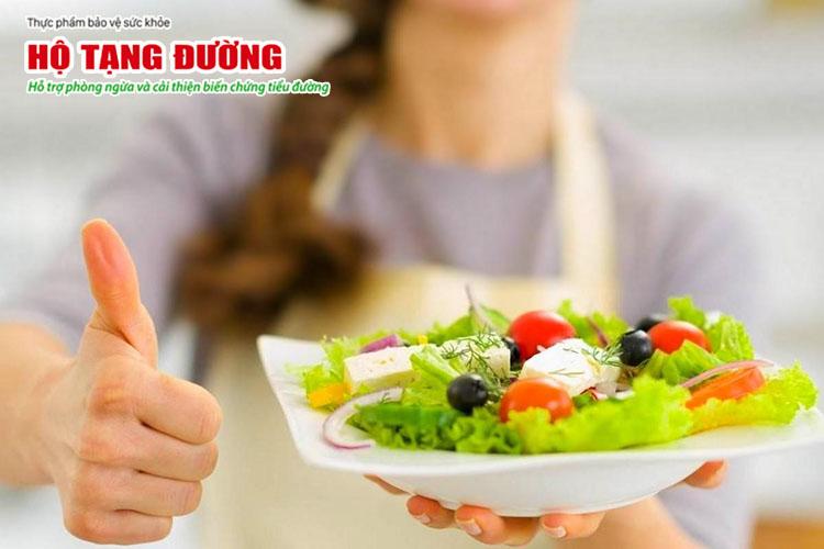Người bệnh tiểu đường không nên ăn kiêng khem quá mức mà nên ăn hợp lý.