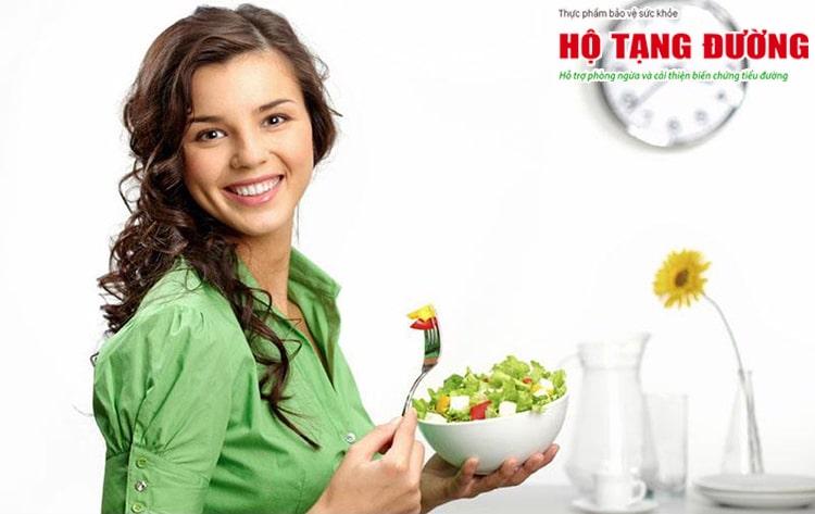 Ăn chậm, không bỏ bữa sẽ giúp người tiểu đường giảm đường máu tốt hơn.