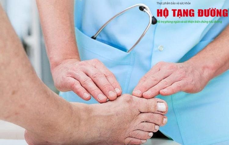 Lượng đường trong máu cao có thể gây nhiễm trùng, loét và hoại tử bàn chân.
