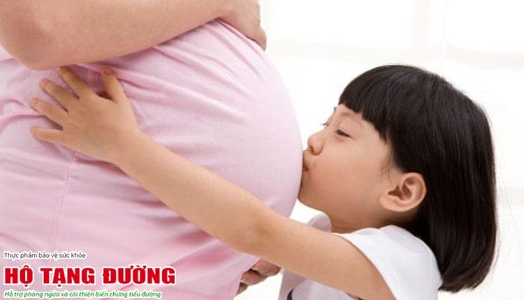 Mẹ bị tiểu đường có thể di truyền sang con.