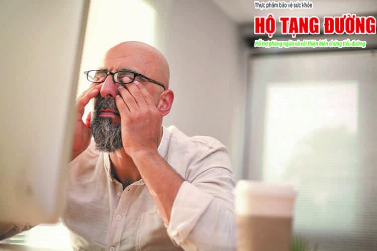 Mờ mắt là dấu hiệu cảnh báo sớm bệnh võng mạc tiểu đường.