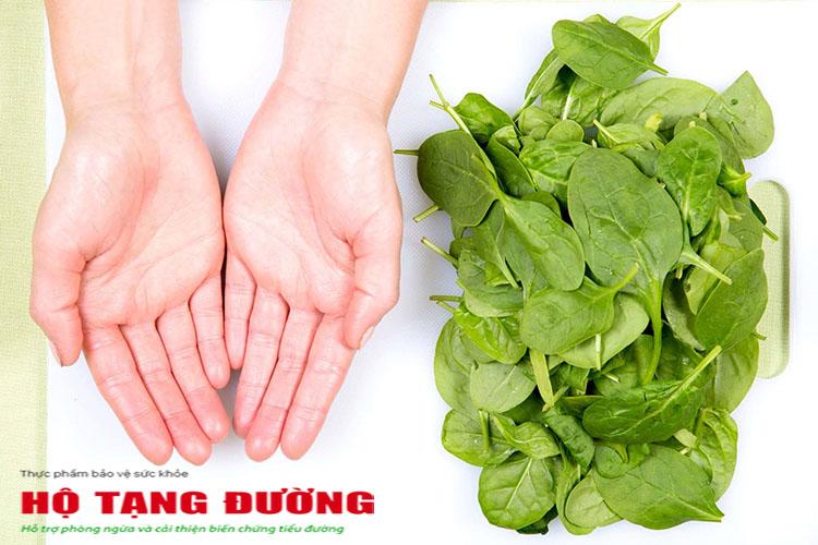 Người bệnh tiểu đường nên ăn nhiều rau lá xanh với lượng lấp đầy 2 lòng bàn tay